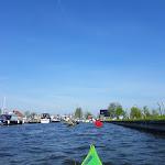 099-We paddelen de Lange Vliet af om zo in het mooie plaatsje Workum aan te landen.-