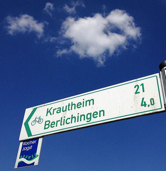 Fahrradschilder auf dem Kocher-Jagst-Radweg kurz vor Berlichingen und Krautheim