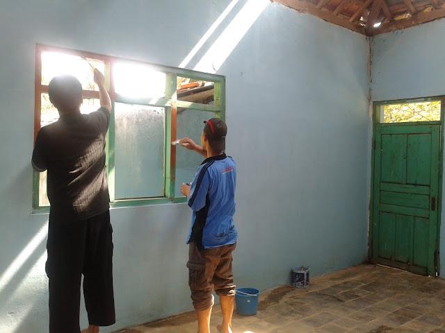 Pengecatan Dinding Masjid dan Perbaikan Jendela