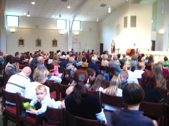 4.23.2011 Święcenie pokarmów w Wielką Sobotę w kościele MOQ, w Norcross. Typowe koszyki wielkanocne - IMG_7860.JPG