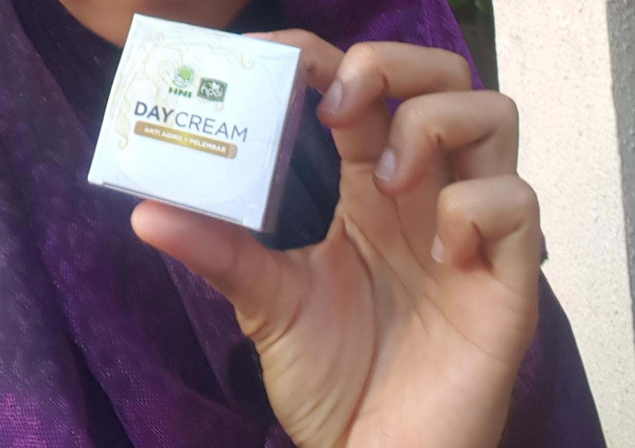Herbal Halal Toyyiban November 2017 Minyak Herba Sinergi Butbut Hpai Pemesanan Hubungi Whatsapp 85267015547 Kirim Day Cream Hong Kong Indonesia