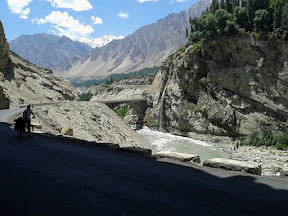 A late start and back on Karakorum Highway
