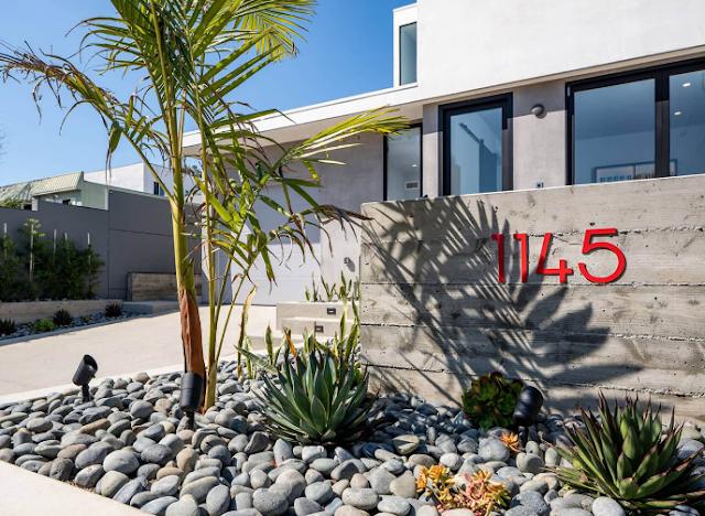 Mẫu triến trúc vuông vức kín đáo tại California