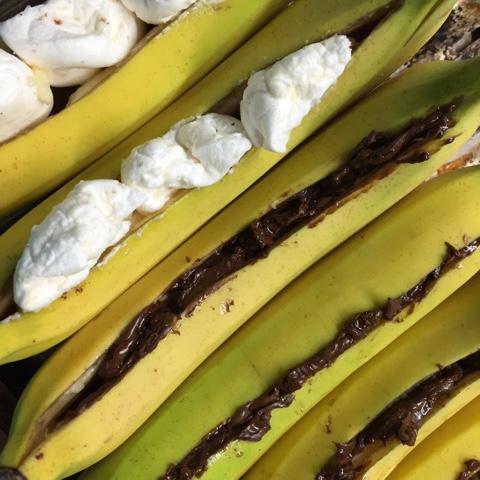 Gefüllte Bananen zum Grillen