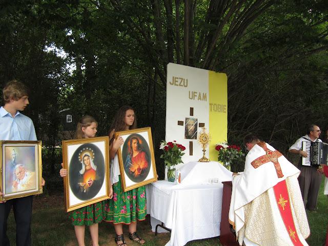 6.26.2011 Boze Cialo - procesja do 4ech oltarzy - IMG_0376.JPG