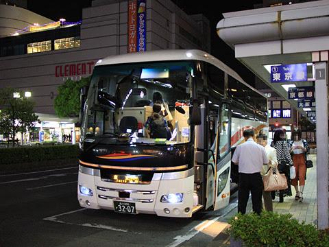 京浜急行バス「エディ号」吉野川系統 3207 徳島駅前乗車改札中