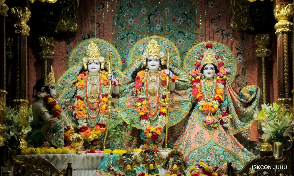 ISKCON Juhu Sringar Deity Darshan on 21st Oct 2016 (30)