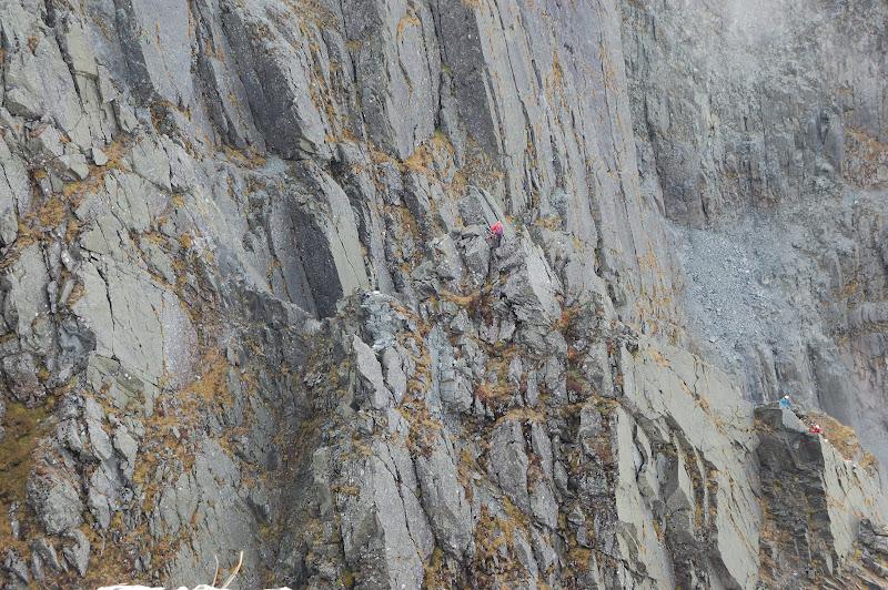 滝谷登る人