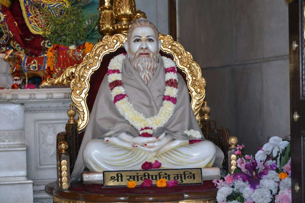 ISKCON Ujjain Deity Darshan 22 Dec 2015 (7)