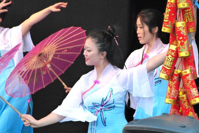 Китайский Новый Год. Танец с зонтиками.