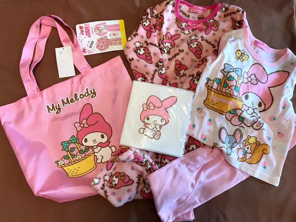 fdaf469d2e098 マイメロディのパジャマ2枚と腹巻き・トートバックが付いて2000円。こちらもサイズが有りました!良かったー!お兄ちゃんのお古のパジャマを着ている娘が最近…