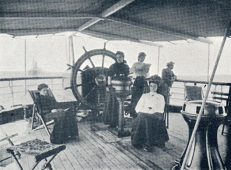 Estupendo documento de la toldilla de popa del Gibel Dersa. Revista Vida Marítima. 1906.JPG