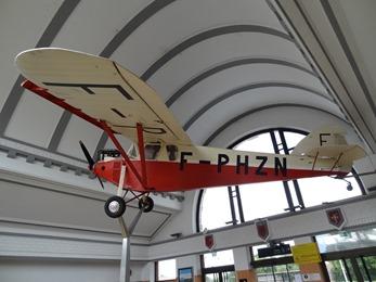2017.06.24-001 avion Potez 36 dans la gare