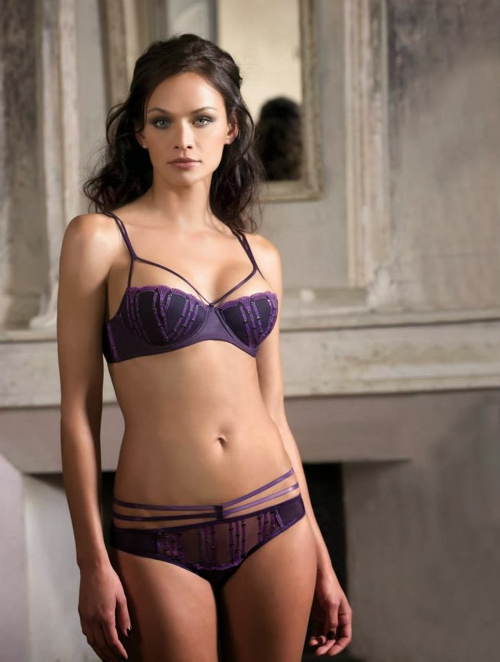 Exceptionnel Delphine Clerc Conseillère de vente Charlott'lingerie - Google+ ER97