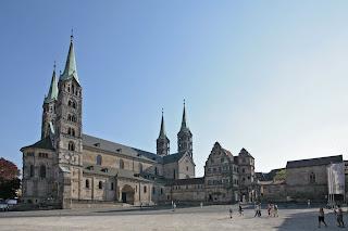 Als einer der schönsten Plätze Europas gilt der Domplatz der Weltkulturerbestadt Bamberg