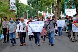 Aksi Damai Tentang Kekerasan Terhadap Wartawan Tempo Surabaya.