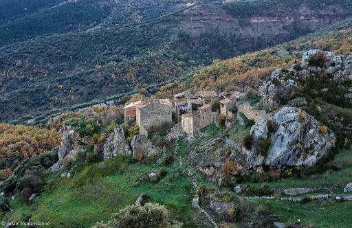 Peracalç.Vista des del portell de la serra de Peracalç. Baix Pallars, Pallars Sobirà, Lleida