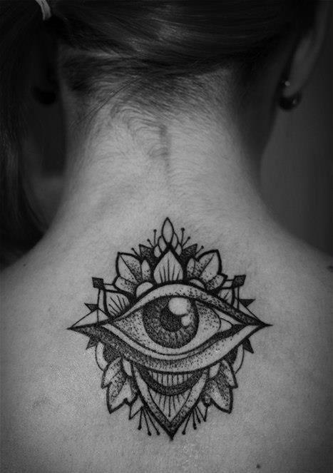 ornamentado_olho_para_trs_da_tatuagem
