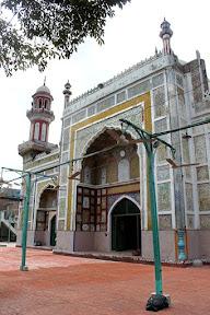 Front view of Dai-Anga masjid, Lahore