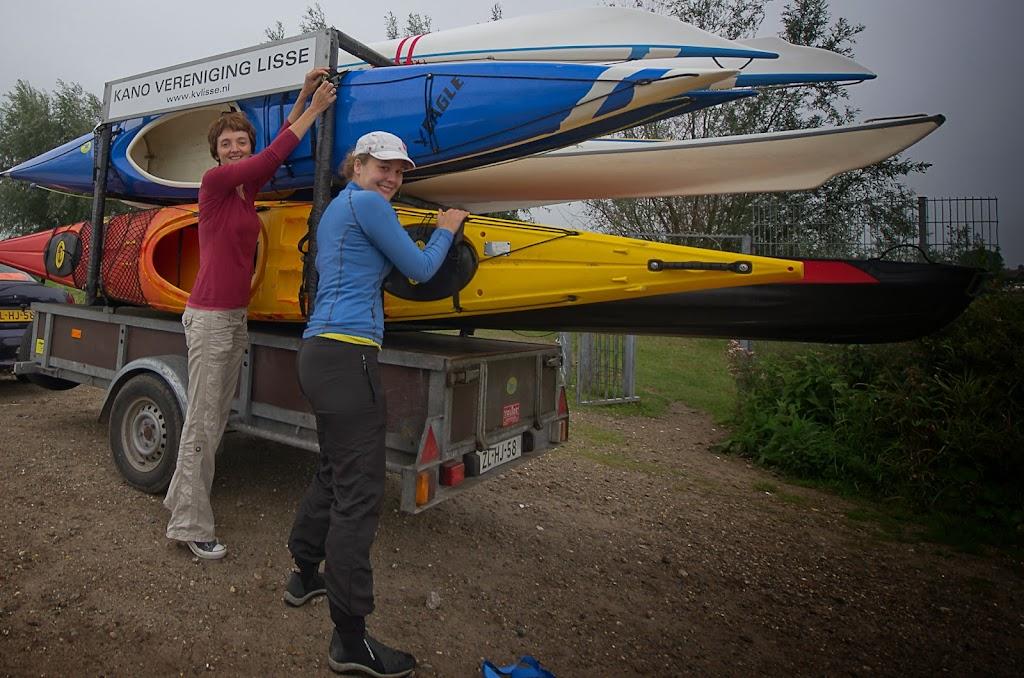 gasten laden hun boten af (foto: AK)