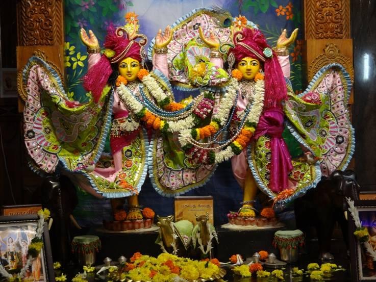 ISKCON Nigdi Deity Darshan 17 Dec 2015 (9)