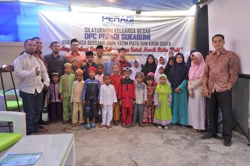 Dedikasi Peradi Sukabumi, Berbagi Bersama Yatim Piyatu dan Dhuafa di Bulan Ramadan