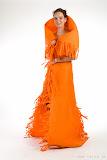 – ORANGE- jednodenní společenský oděv, materiál netkanná textilie, ručně barveno - orientační cena 3.000,-Kč