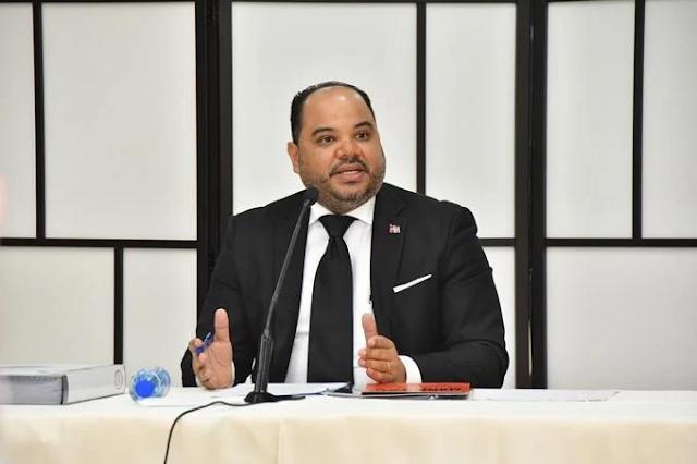 Pablo Ulloa es es el nuevo Defensor del Pueblo elegido por la comisión del Senado