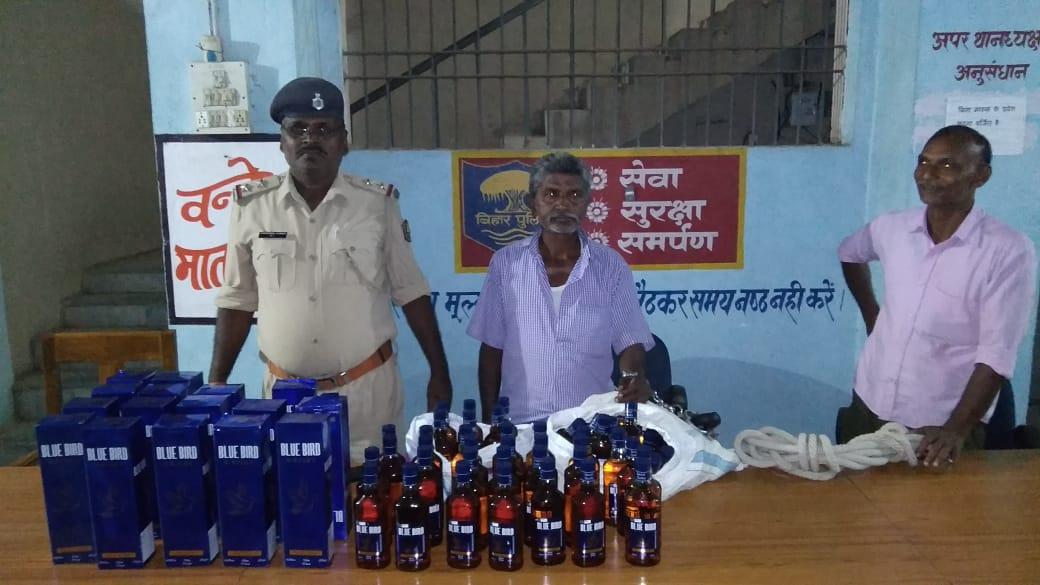 98 बोतल अंग्रेजी शराब के साथ शराब कारोबारी गिरफ्तार, पुलिस ने भेजा जेल