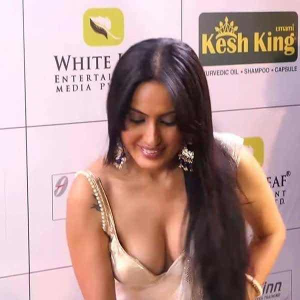 Kamya punjabi latest in golden blouse and navel visible | Hindi TV Serial actress ❤