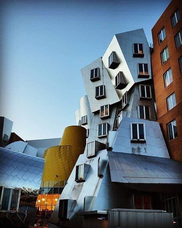 الاسلوب المعماري فرانك جيري