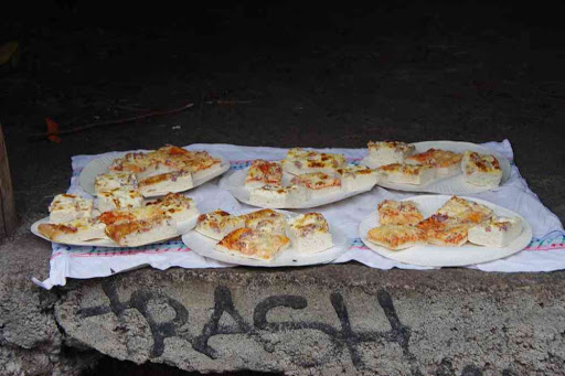 Pique-nique pizza, une première pour moi en vingt ans de treks !.