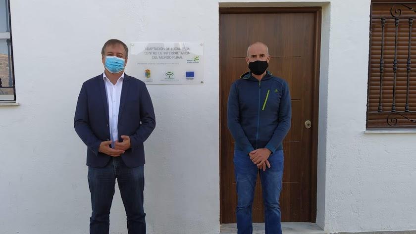 El delegado territorial de Turismo en su visita al municipio.