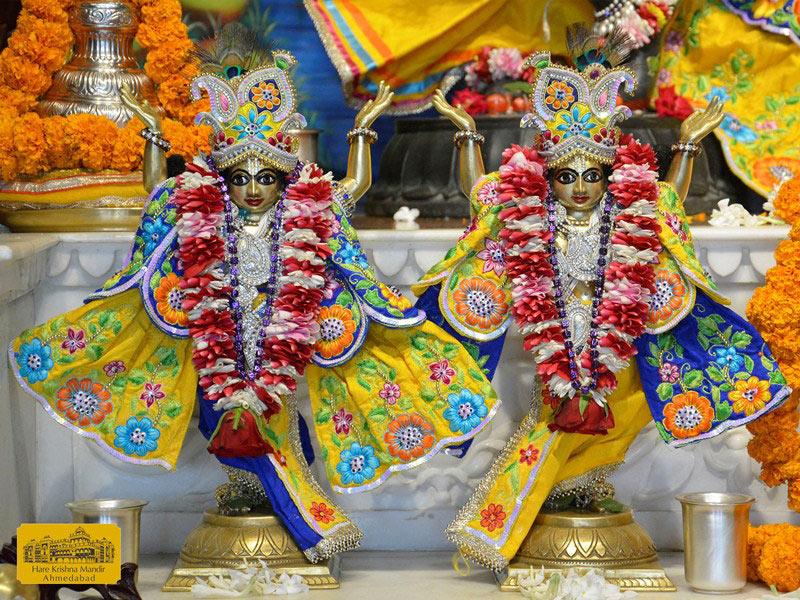 ISKCON Ahmedabad Sringar Deity Darshan 16 August 2016 (9)