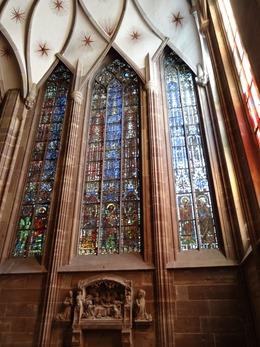 2017.08.22-026 vitraux dans la cathédrale