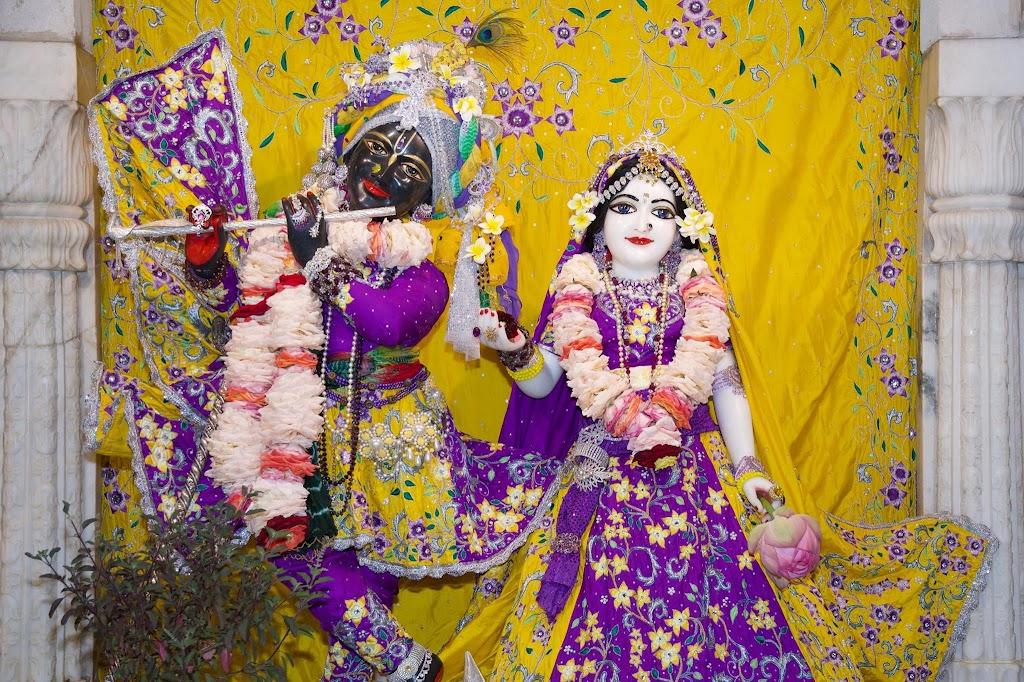 ISKCON New Govardhana Deity Darshan 22 Dec 2016 (7)