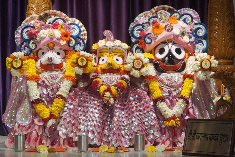 ISKCON Noida Deity Darshan 28 Mar 2016  (9)