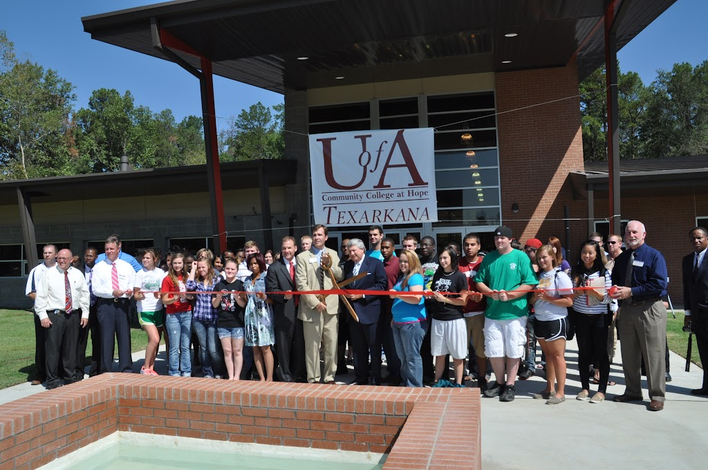 UACCH-Texarkana Ribbon Cutting - DSC_0402.JPG