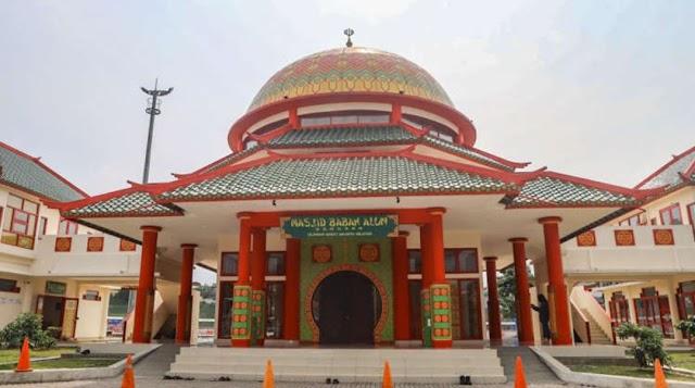 Melihat Keindahan Masjid Babah Alun Desari yang Bergaya Oriental Ala - Ala Chainis