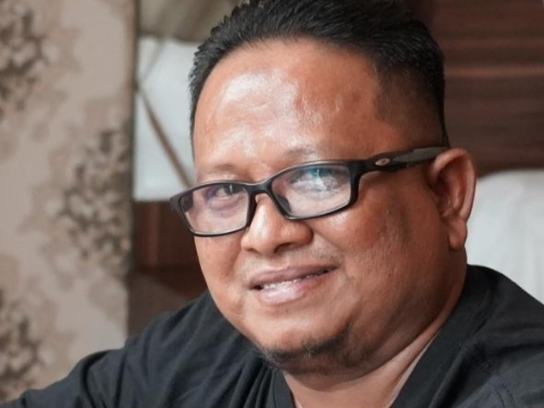 Foto Amrizal Rengganis S.Sos., Kepala Bagian Protokol dan Komunikasi Pimpinan Setdako Padang. Mari Merawat Ukiran Prestasi Padang.