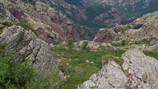 Le couloir de descente depuis la vire dans le versant Scaffone