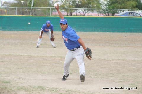 Dagoberto Torres de Rayos en el softbol sabatino