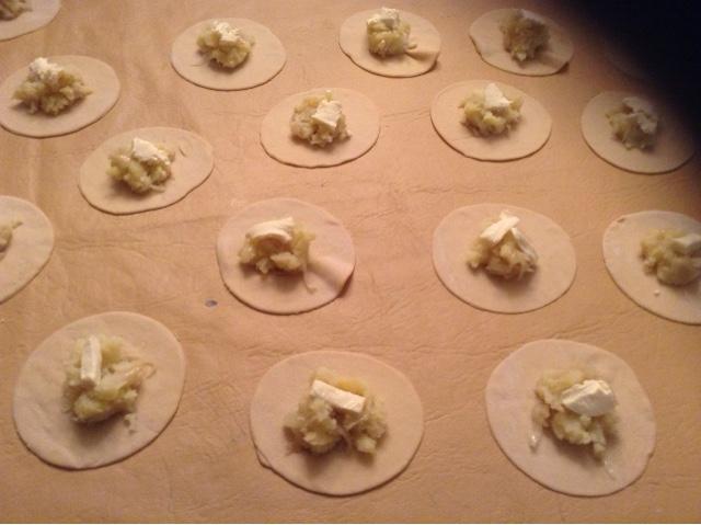 Varenikes con Cebollas Caramelizadas y Crema [Foto-Receta]