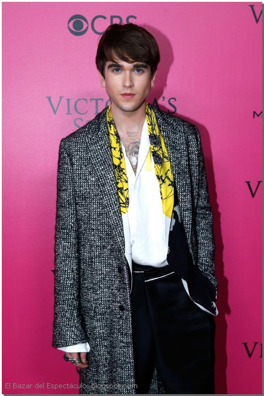 Gabriel Kane Day Lewis Pink Carpet 2016 VS Fashion Show.jpg