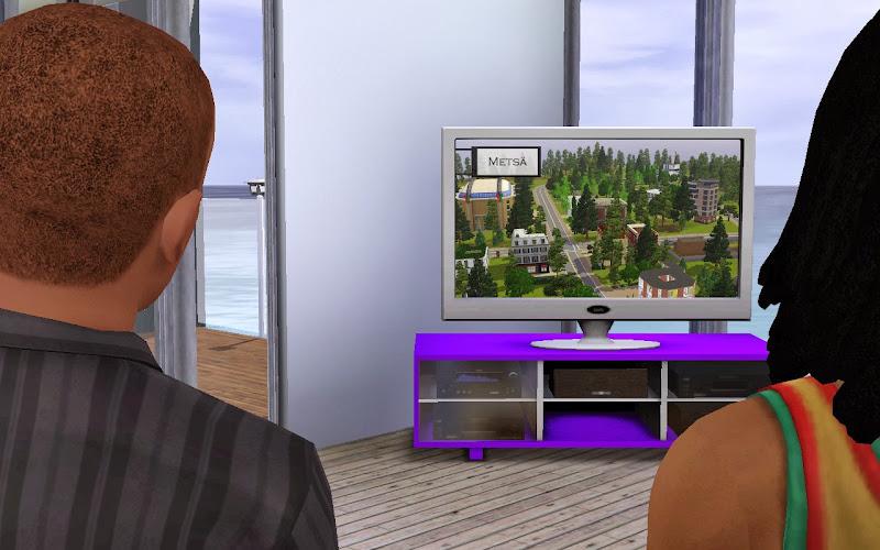 Pedro y Stuart frente a la TV