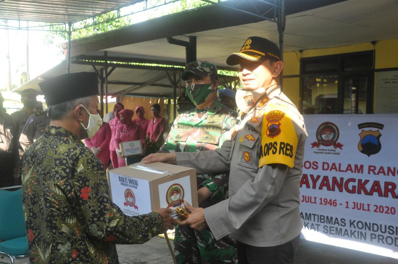 Bhakti Sosial HUT Bhayangkara ke - 74, Polres Klaten Bagikan 500 Paket Sembako Kepada 14 Kelompok Masyarakat