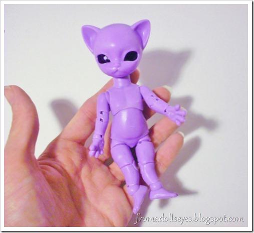 Unboxing a Hujoo Nano Freya, the tiny purple cat ball jointed doll.