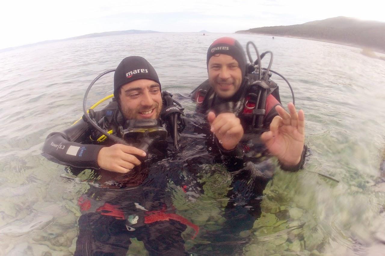 Potapljaški inštruktor Matjaž Repnik in paraplegik Nino Batagelj sta bila zadovoljna po uspešnem prvem potopu.