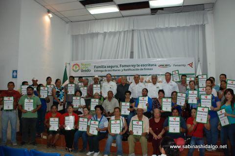 Entrega de 45 escrituras por parte de FOMERREY y Asentamientos Humanos de Sabinas Hidalgo