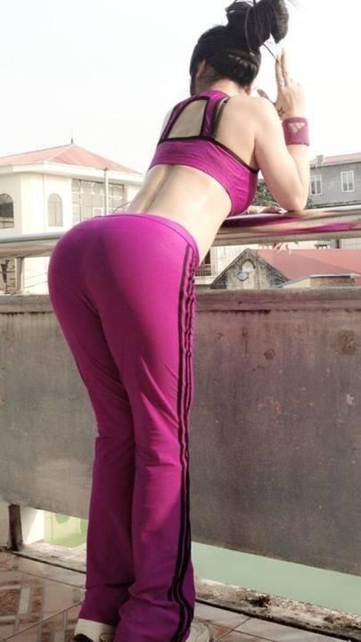 Quần hồng chổng mông